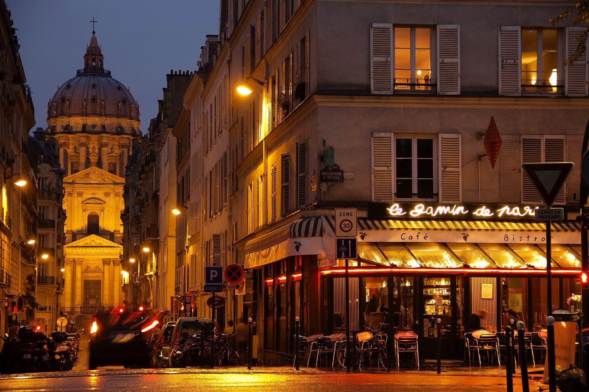 a night in Paris: Reisefotografie Landscape Reportage Martin Frick Fotograf Lörrach Basel
